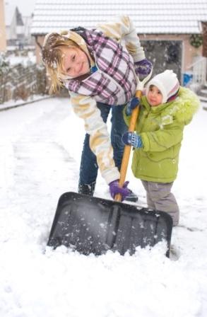 China-News-247.de - China Infos & China Tipps | â??Für Kinder ein SpaÃ?, für Erwachsene Pflicht: Schneeräumen vor der eigenen Haustür.â?? (Foto: Schwäbisch Hall)