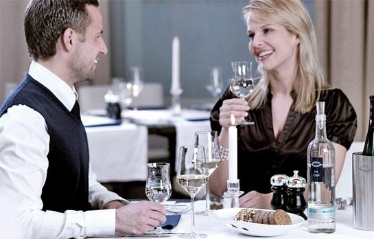 Das passende Mineralwasser zur Weinprobe wählen