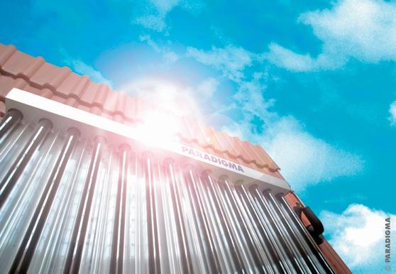 Technik-247.de - Technik Infos & Technik Tipps | Die hocheffizienten Vakuumröhrenkollektoren fangen selbst  kleinste Sonnenstrahlen ein.
