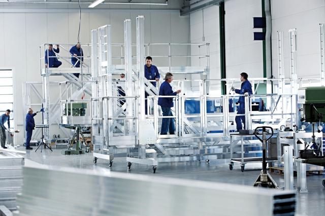 Technik-247.de - Technik Infos & Technik Tipps | Das Team der Günzburger Steigtechnik hat im vergangenen Jahr einen Umsatz in Höhe von 30,8 Millionen Euro erarbeitet. Foto: Günzburger Steigtechnik