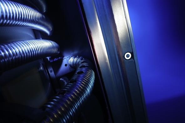 Auto News | Innen und außen stark: Beim Kombispeicher sorgen innen thermohydraulische Schichtweichen für die ideale Schichtung; außen dämmen 110 mm Hartschaum.