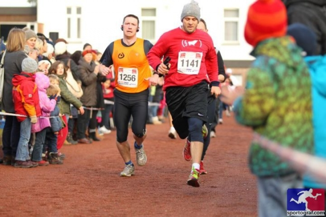 Sport-News-123.de | Teilnehmer des 49. Winterlaufs mit Rechtsanwalt Momen