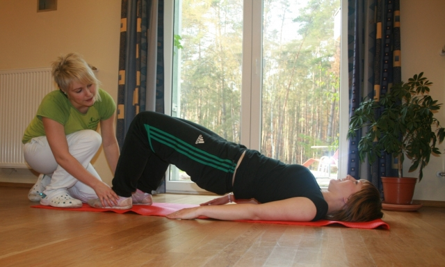 Wellness-247.de - Wellness Infos & Wellness Tipps | Unsere Physiotherapeutin in der Behandlung