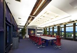 Frankfurt-News.Net - Frankfurt Infos & Frankfurt Tipps | Besprechung, Schulung, Feierstunde: Konferenzräume werden für viele Zwecke genutzt. Entsprechend vielseitig muss die Beleuchtung sein. Foto: licht.de