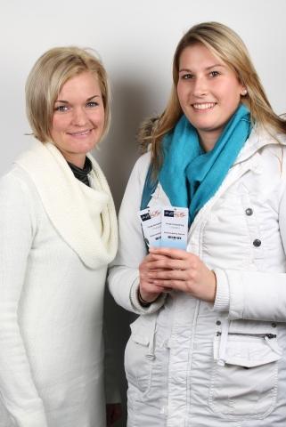 Gutscheine-247.de - Infos & Tipps rund um Gutscheine | Obfrau des Stadtmarketing Radstadt Marion Sampl mit der Gewinnerin Andrea Listberger