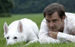 Hunde Infos & Hunde News @ Hunde-Info-Portal.de | Foto: Martin Ruetter versteht was Hunde wollen ? Martin Rütter mit Hündin Gaia. Quelle: M.Grande.