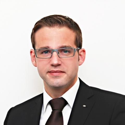 Versicherungen News & Infos | Ab sofort übernimmt Manuel Löffelholz eines der drei neu geschaffenen Vertriebsgebiete.