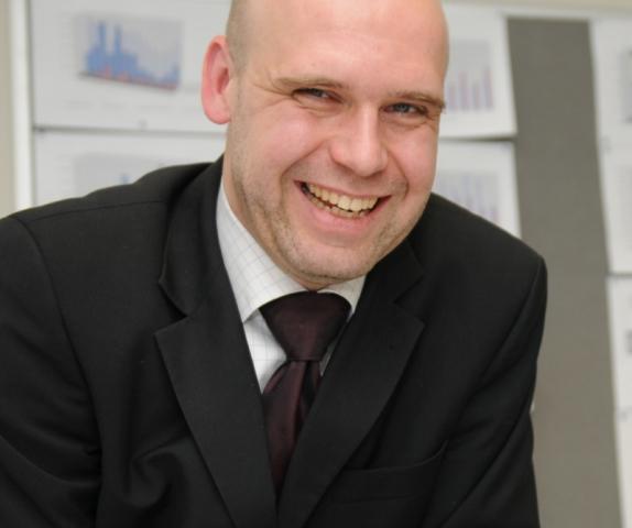 Hotel Infos & Hotel News @ Hotel-Info-24/7.de | Jörn van der Ende, Bad-Experte und Geschäftsführer der SYSTEMBAD van der Ende GmbH mit Sitz in Neukirchen-Vluyn.