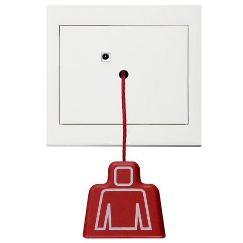 Auto News | Mit dem Zugtaster wird der Notruf ausgelöst: Zum Notruf-Set von Berker gehören je nach Variante Ruftaster, Abstelltaster, kombinierte Anwesenheits-/Abstelltaster, Netzteil und optisch-akustisches Lichtsignal.