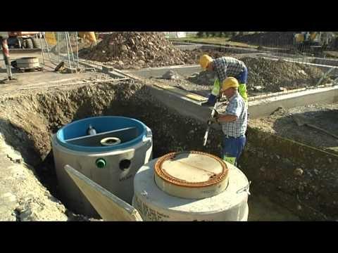 Europa-247.de - Europa Infos & Europa Tipps | Die fugenlosen Stahlbetonbehälter von Mall erreichen die Baustelle werkseitig vorausgerüstet und werden vom Lieferfahrzeug direkt in die vorbereitete Baugrube versetzt. (Mall GmbH)