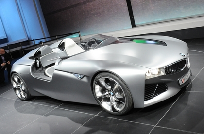 Technik-247.de - Technik Infos & Technik Tipps | Die Konzeptstudie BMW Vision ConnectedDrive denkt das Prinzip der intelligenten Vernetzung von Fahrer, Fahrzeug und Außenwelt konsequent in die Zukunft weiter. Top-Manager der BMW Group sprechen auf dem automotiveDAY