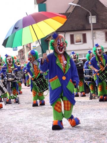 Versicherungen News & Infos | ERGO Verbraucherinformation - Karnevalsumzüge, ein Riesenvergnügen mit erheblichen Risiken