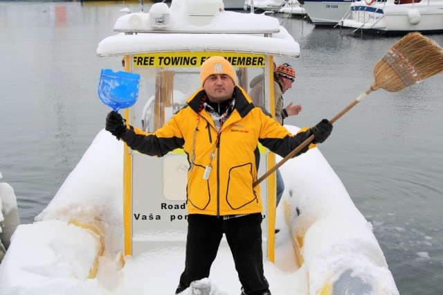 Technik-247.de - Technik Infos & Technik Tipps | Schneeräumen vor Dienstantritt, für SeaHelp-Mitarbeiter eine eher ungewöhnliche Tätigkeit