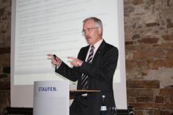 Ost Nachrichten & Osten News | Ost Nachrichten / Osten News - Foto: Referent beim Fachdialog der Staufen AG: Burghardt Bruhn von der AHK.