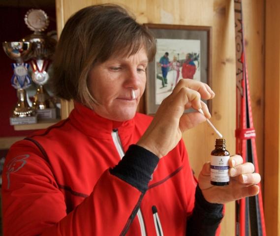 London-News.Info - London Infos & London Tipps | Natürliches Nasenreflexöl verbessert die Sauerstoffzufuhr. Darauf schwört Irene Schroll, Langlauf-Vizeweltmeisterin mit dem deutschen Team von 1990.