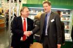 Landwirtschaft News & Agrarwirtschaft News @ Agrar-Center.de | Foto: Biofino-Geschäftsführer Christoph Reents (rechts) begrüßte den Landtagsabgeordneten Clemens Große Macke auf der BioFach 2011.