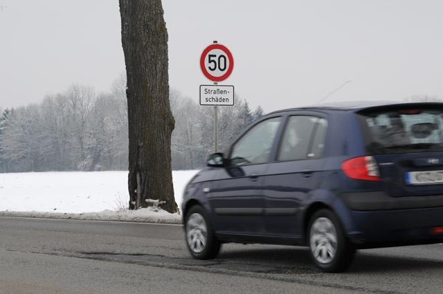 Auto News | Wer haftet bei einem Schlaglochunfall?