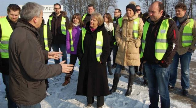 Auto News | Die Junge Union Schwaben und die parteilose Unterallgäuer Landratskandidatin der CSU, Marita Kaiser, haben am Allgäu Airport Memmingen mit Airport-Geschäftsführer Ralf Schmid debattiert. Foto: privat