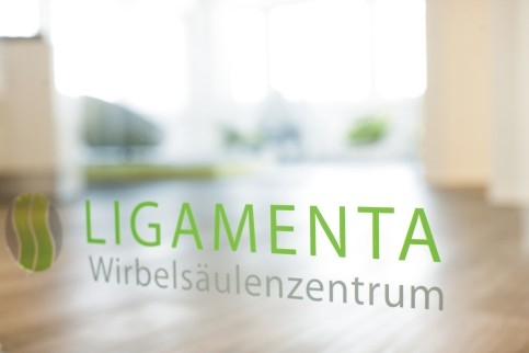 Frankfurt-News.Net - Frankfurt Infos & Frankfurt Tipps | Wenn der Rücken schmerzt - das Team des Ligamenta Wirbelsäulenzentrums informiert bei einer Patientenveranstaltung.