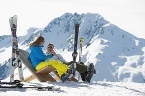 Ostern-247.de - Infos & Tipps rund um Ostern | März/April ist die beste Zeit für Sonnenanbeter und Genuss-Skiläufer in den Kitzbüheler Alpen © Foto: Stefan Eisend – Archiv Kitzbüheler Alpen Brixental