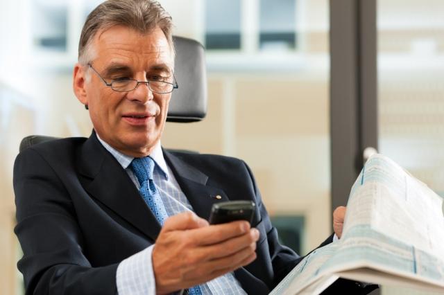 Stuttgart-News.Net - Stuttgart Infos & Stuttgart Tipps | Der Blackberry als Businesshandy ist noch in den Köpfen drin. Doch mit der Umstellung auf iPhones oder Android-betriebene Geräte können Unternehmen viel Geld einsparen.