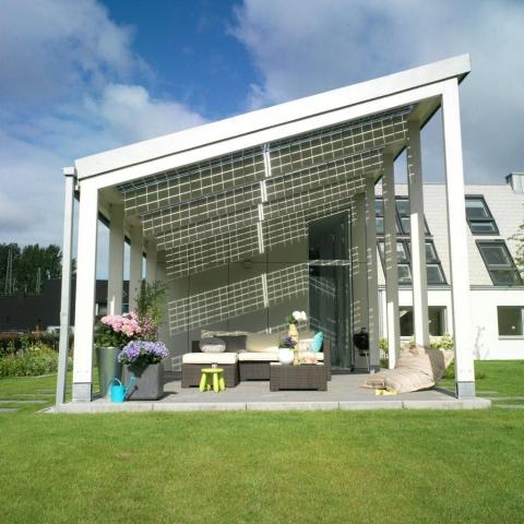 Alternative & Erneuerbare Energien News: Trotz der Nähe zur Großstadt hat man im LichtAktiv Haus das Gefühl, auf dem Land zu leben – umgeben von und im Einklang mit der Natur.