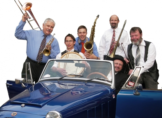 Dan Barrett mit Swinging Fundus (vlnr):  Dan Barrett (USA; Posaune, Kornett), Christoph Weber (Schlagzeug), Stefan Kurze (Saxophone), Volker Albrecht (Posaune, Gesang), Oliver Richters (Piano, Akkordeon), Armin Runge (Kontrabass).