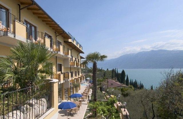 Ostern-247.de - Infos & Tipps rund um Ostern | Blick vom Hotel Piccolo Paradiso auf den Gardasee