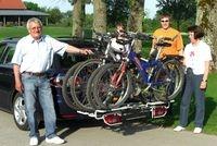 Auto News | Nach dem Fahrradcheck auf Tour: Fahrradheckträger sind ideal, um mit dem Drahtesel auf große Fahrt zu gehen. Das eigene Rad lässt sich sicher und komfortabel transportieren, auch über weite Strecken. Foto: mpt/MFT