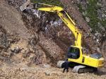 Ost Nachrichten & Osten News | Foto: Bagger der Huatailong Mining Development Company fressen sich in einen Berg.