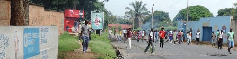 Deutsche-Politik-News.de | Afrika Burundi Protest vor SOS-Kinderdorf 2015