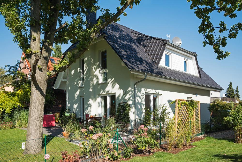 Landhaus Stade (Abb. ähnl.) kann am Wochenende in 12683 Panketal besichtigt werden.  Foto: Roth-Massivhaus | Kultur-News.de