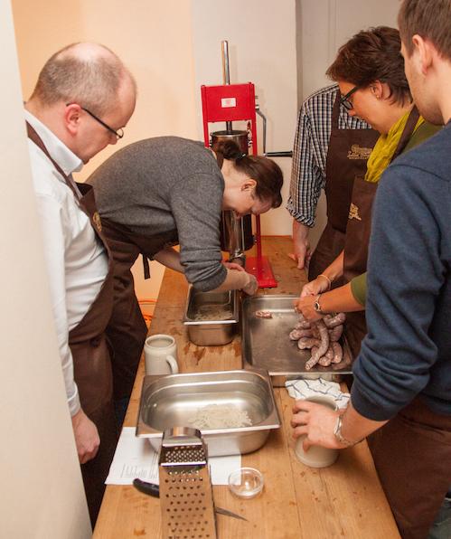 Schweiz-24/7.de - Schweiz Infos & Schweiz Tipps | Gemeinsam leckere Bratwürste nach fränkischer Tradition selber machen