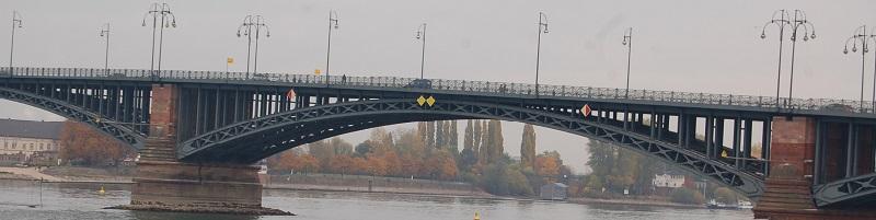 Deutsche-Politik-News.de | Brücke von Mainz nach Wiesbaden 2015