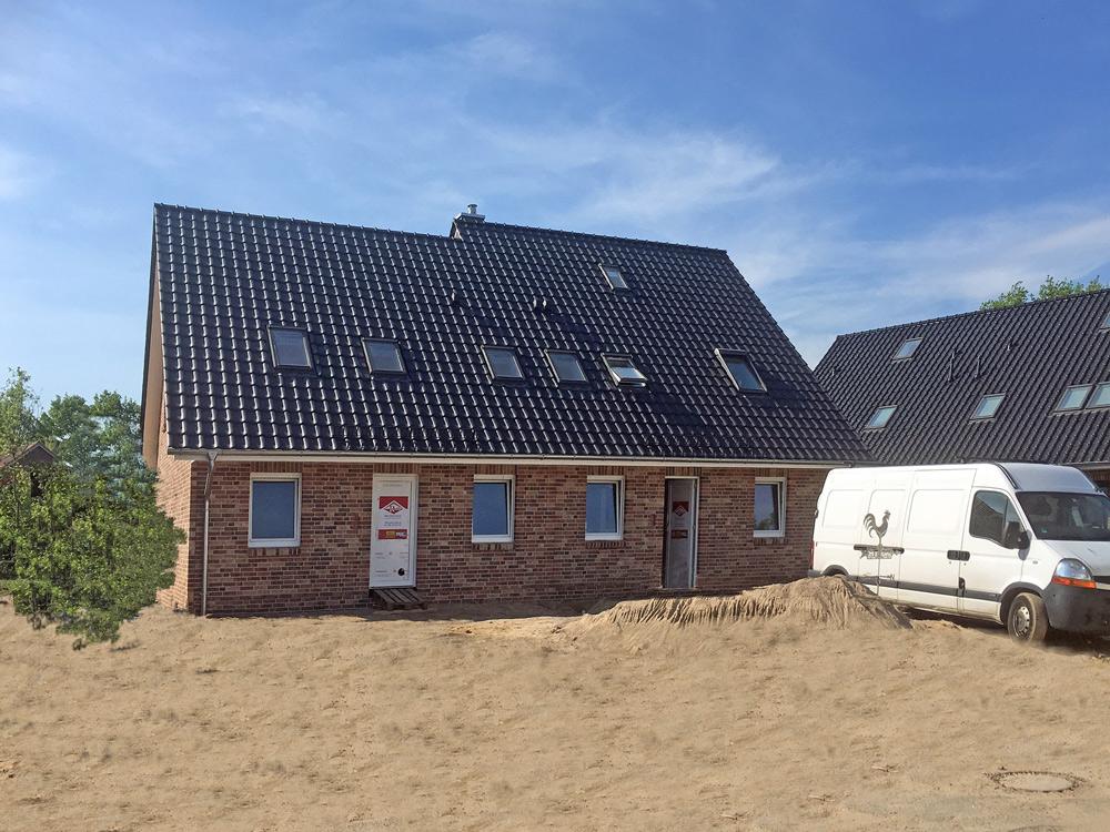 Deutsche-Politik-News.de | Das Doppelhaus kann am kommenden Wochenende in 25474 Ellerbek besichtigt werden. Foto: Roth-Massivhaus