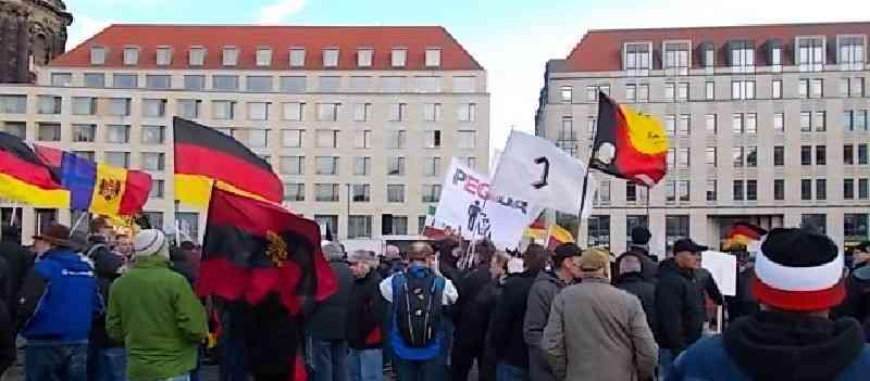 Deutsche-Politik-News.de | Dresden Pegida-Demo 2015
