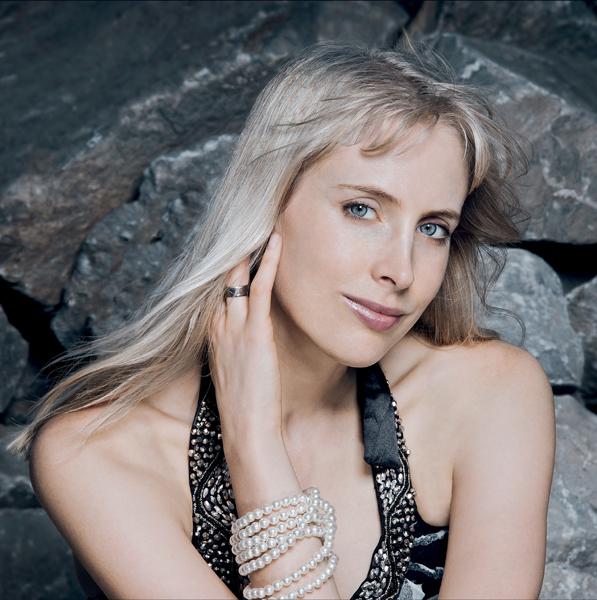 Restaurant Infos & Restaurant News @ Restaurant-Info-123.de | Elischeba Wilde - Model, Moderatorin und Botschafterin der GRD