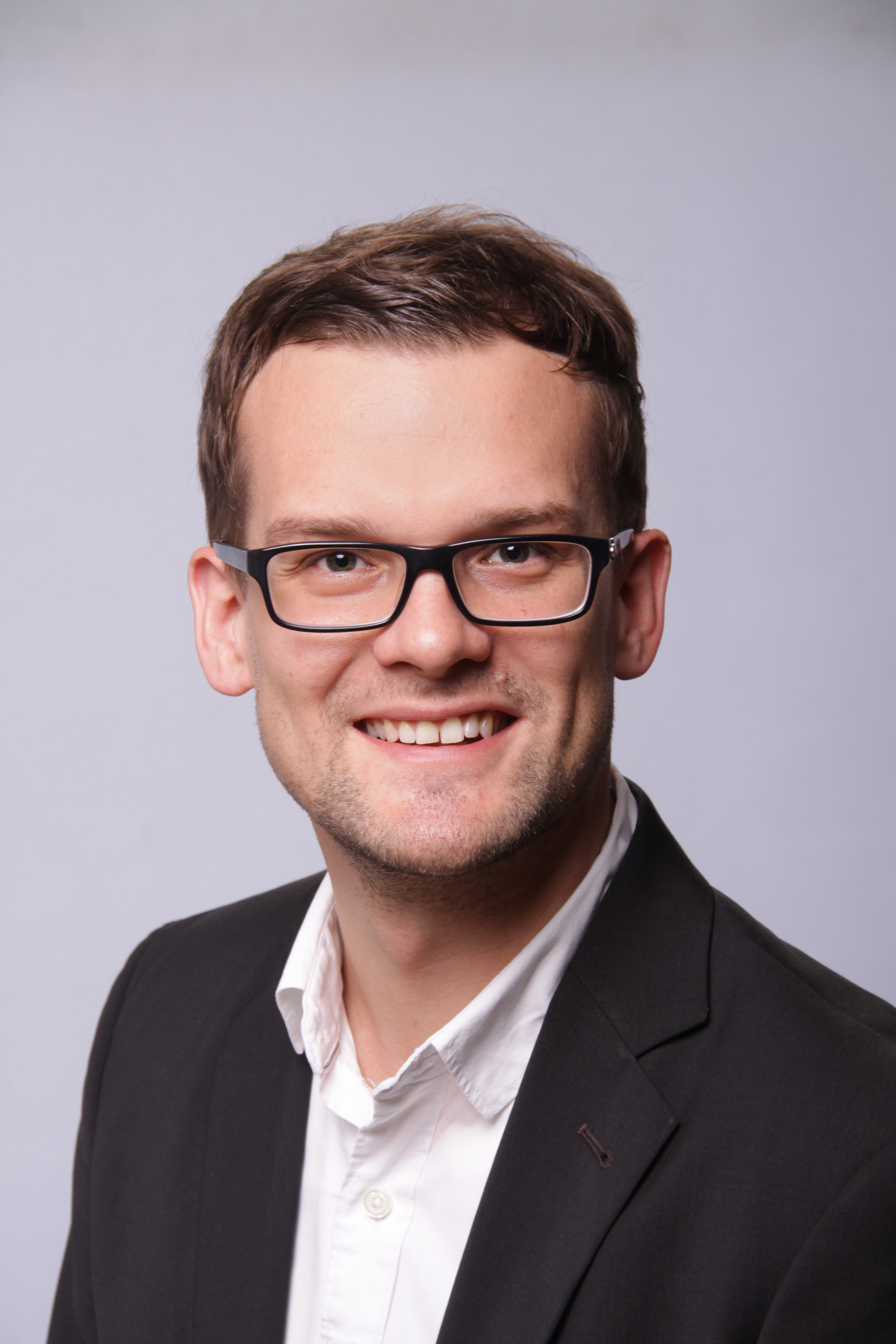 """News - Central: Florian Haidn, Head of Sales & Marketing bei Aaronn Electronic:  """"Auch in Zukunft wird Aaronn als wendiges Schnellboot agieren und Projekte egal ob groß oder klein schnell, flexibel und proaktiv bewältigen. Trotz stetigen Wachstums werden wir im Mittelpunkt unseres Handelns immer unsere Kunden haben."""""""
