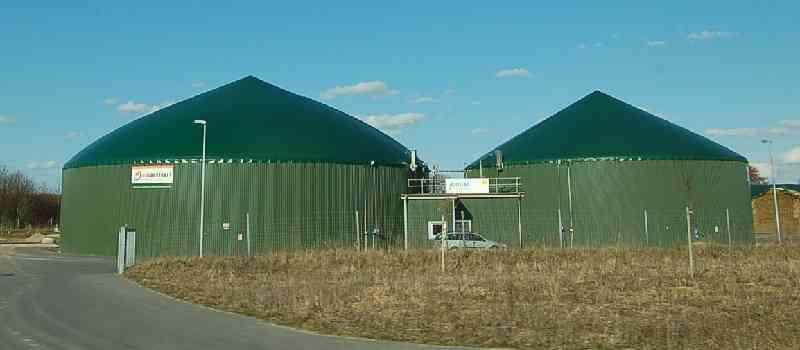 Biogasanlagen erzeugen Güllestrom für die Steckdose, fürs Haus, fürs E-Auto: Die Gärreste verschärfen aber das Nitratproblem im Grundwasser!