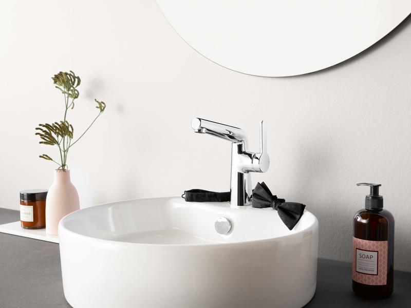 Die seitenbediente HANSADESIGNO STYLE ist ein Hingucker im Gäste-WC.  Foto: Hansa Armaturen GmbH