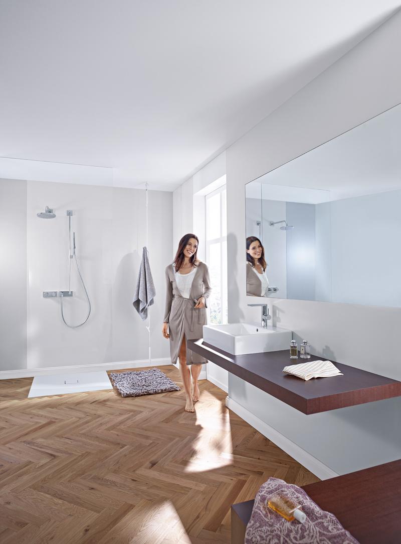 Berührungslose Armaturen sind die ideale Lösung für das Familienbad. Foto: Hansa Armaturen GmbH | Freie-Pressemitteilungen.de