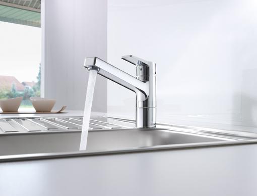 Rom-News.de - Rom Infos & Rom Tipps | Langlebig und sicher: Hochwertige Küchenarmaturen am Spültisch. Foto: Hansa Armaturen GmbH