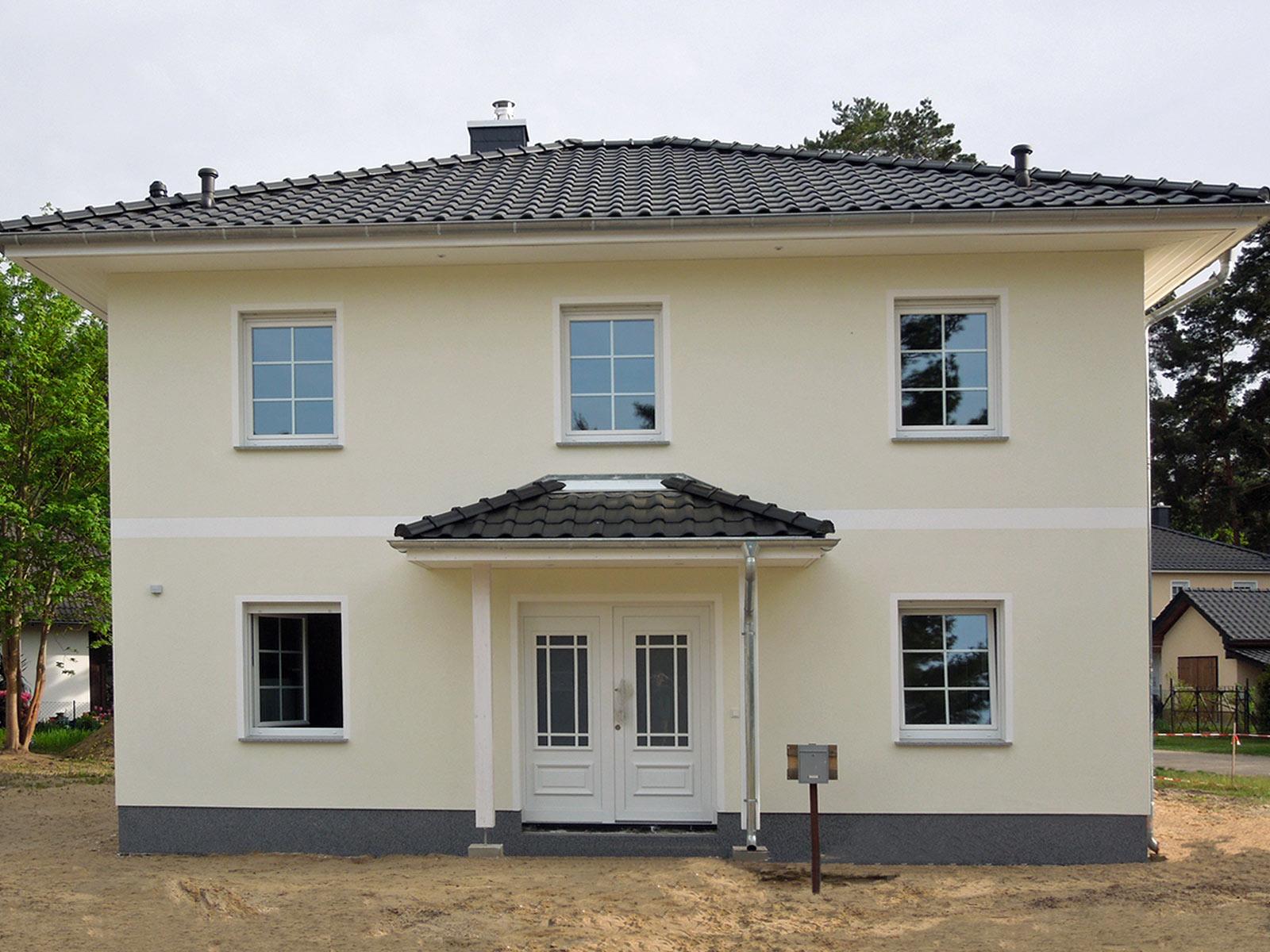 Deutsche-Politik-News.de   Ein Doppelhaus, ähnlich diesem, kann am 17. und 18. März in 22117 Hamburg-Billstedt besichtigt werden. Foto: Roth-Massivhaus