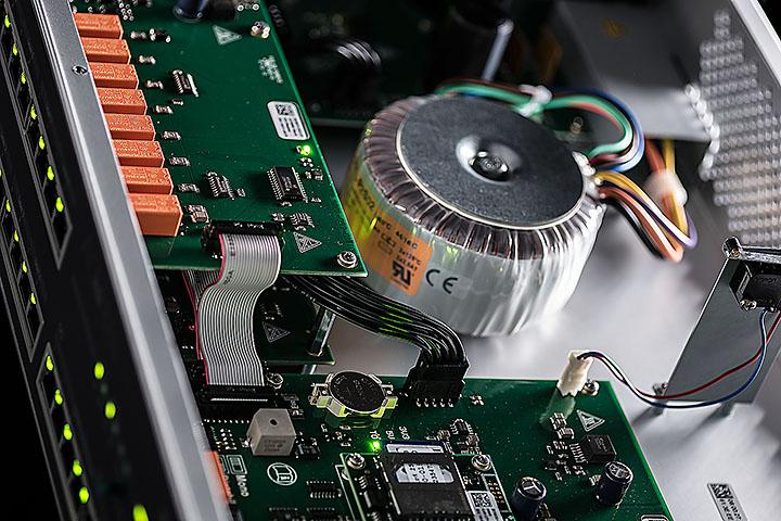 Der neue Zutrittskontrollmanager INTUS ACM80e spart Strom und Gewicht und steuert zuverlässig bis zu 16 Zutrittsleser. | Freie-Pressemitteilungen.de