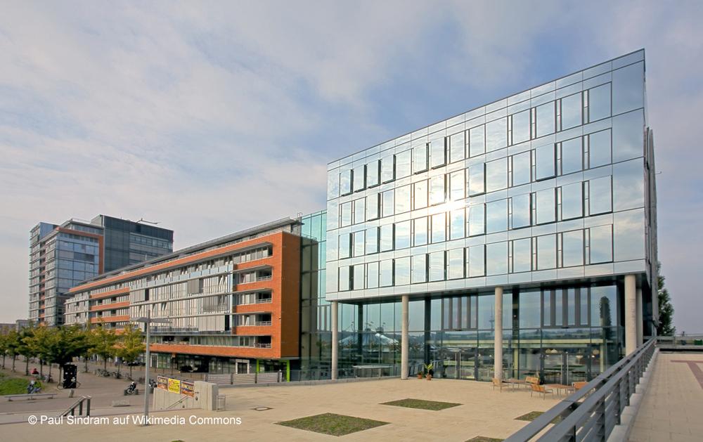 Deutsche-Politik-News.de | Die Structural Glazing Bauart ermöglicht individuelle Fassadengestaltungen. Foto: Paul Sindram auf Wikimedia Commons