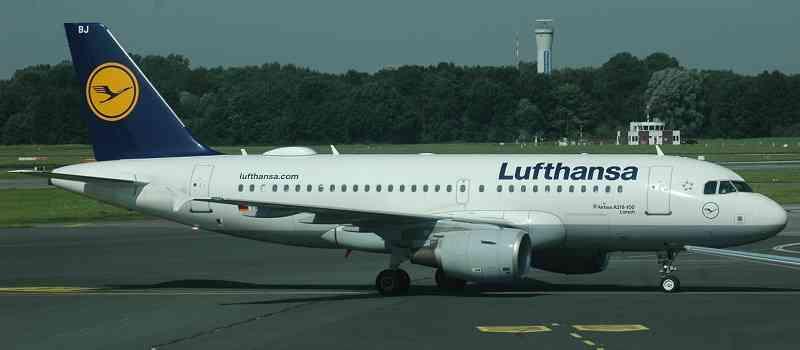 Deutsche-Politik-News.de | Lufthansa Maschine Flughafen Hamburg 2017
