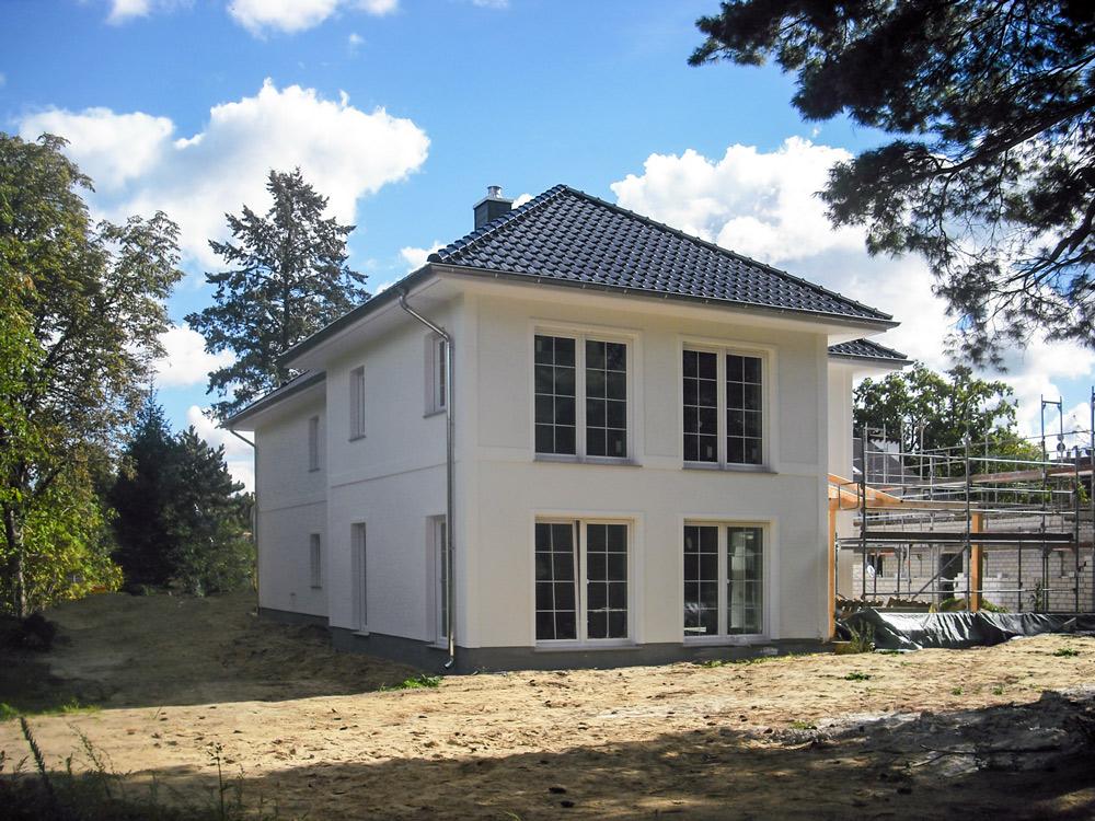 Diese Stadtvilla �Lugana� steht am Wochenende in Kleinmachnow f�r Hausbauinteressierte offen. Foto: Roth-Massivhaus   Freie-Pressemitteilungen.de