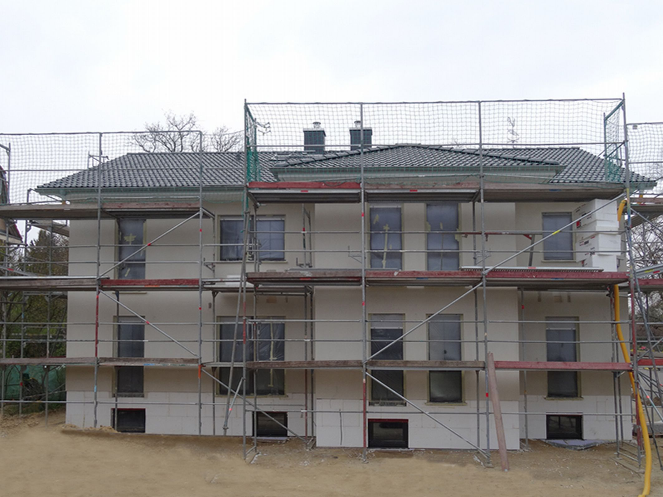 Technik-247.de - Technik Infos & Technik Tipps | Dieses Doppelhaus kann am 12. und 13. April in 12209 Berlin-Lichterfelde besichtigt werden. Foto: Roth-Massivhaus