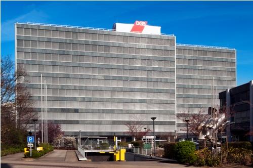 Alternative & Erneuerbare Energien News: Das Hans-Böckler-Haus in Düsseldorf wurde mit der Schüco Modernisierungsfassade ERC 50 energetisch modernisiert.