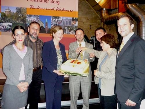 Freie Pressemitteilungen | v.l.n.r.: Judith Rannenberg (Consense GmbH), Axel Hansen, Leiter der Wirtschaftsförderung im BA Pankow, Stefanie Gronau (tic Kultur- und Tourismusmarketing Berlin-Pankow), Sascha Hilliger (Berlin PRO Prenzlauer Berg e.V.), Sören Birke (Consense GmbH), Andrea Gärtner (EU-Beauftragte, BA Pankow) Dominik Schmidt (IN TOUCH Verlag) | Foto: Schumacher